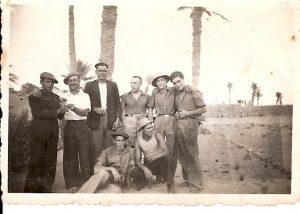 Federico Barranquero Diaz (el més alt) a un camp de concentració francès d'Algèria
